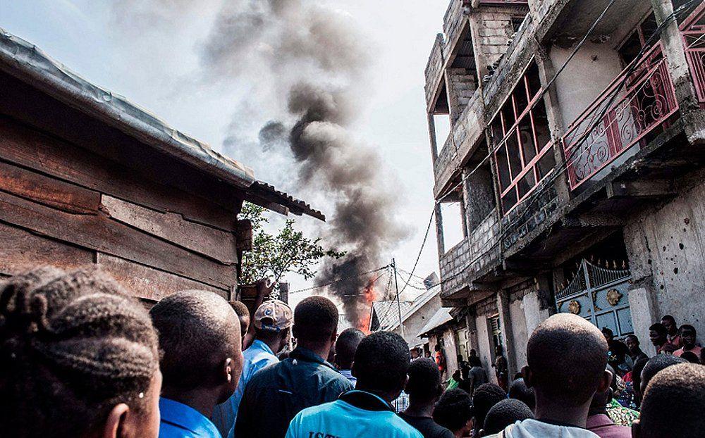 Aeronave caiu em povoado matando moradores (Foto: Pamela Tulizo/ AFP)