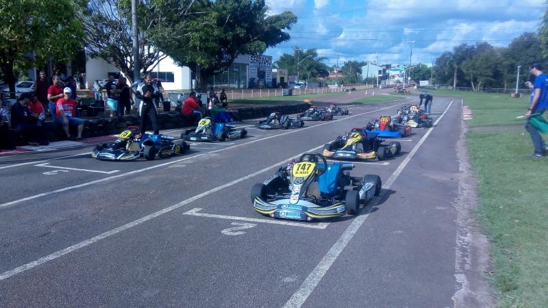 Rolim de Moura sediou ontem (05), a primeira etapa do Campeonato Estadual de Kart Fortex Hp 04 tempos. Fotos do período da tarde