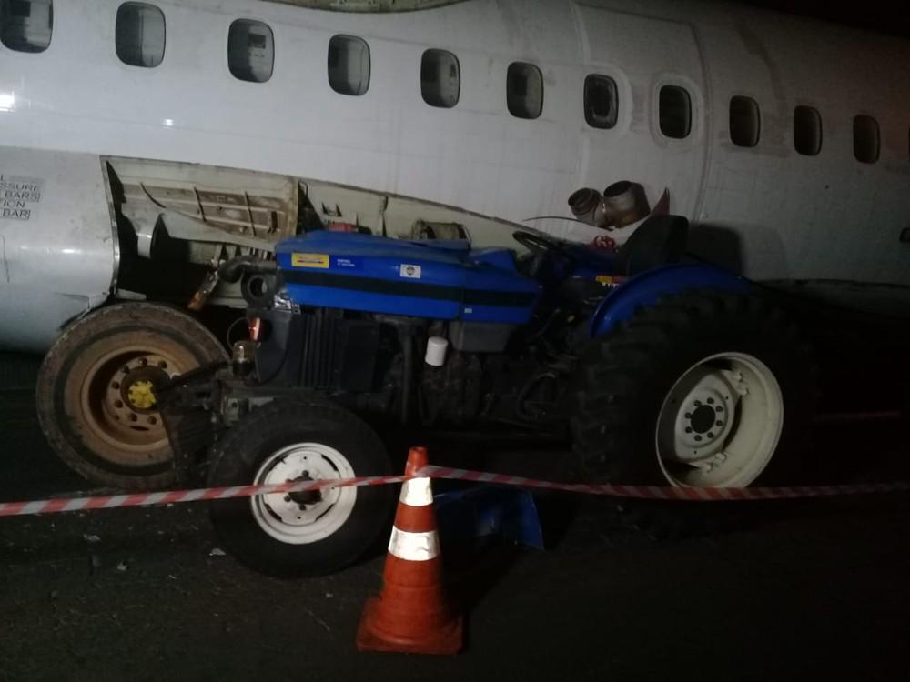 Sucata de avião sendo transportada por avenida movimentada de BH surpreendeu moradores. - Foto: Magno Dantas/TV Globo