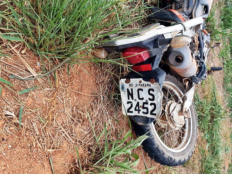 A PRF esteve no local e a Polícia Militar deu apoio, durante o registro do acidente/Foto: Mix RO