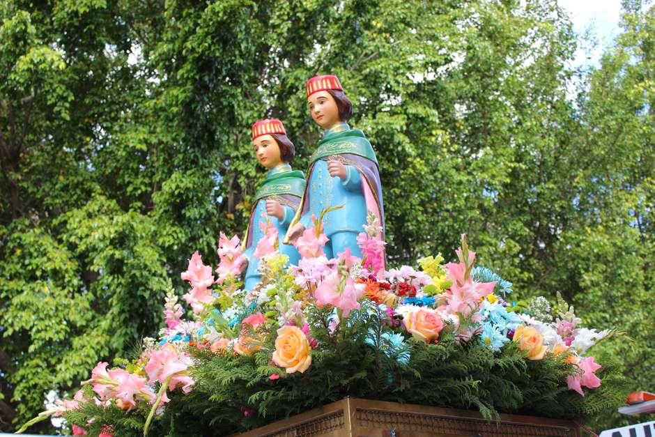 Cosme e Damião eram irmãos gêmeos e médicos. Hoje são santos padroeiros (Foto: Reprodução/iStock)