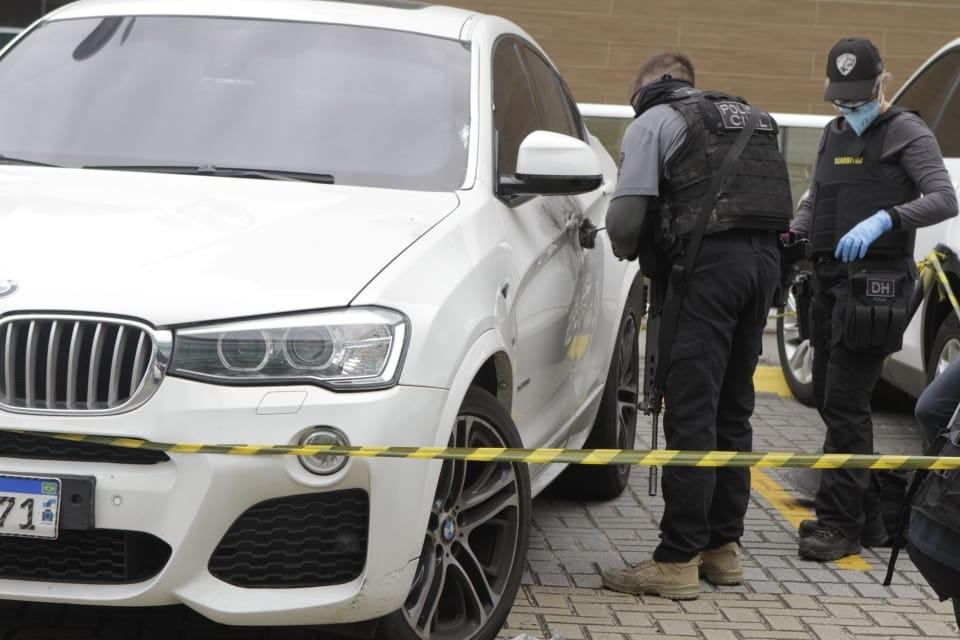 Filha de bicheiro é baleada em frente a shopping do Rio