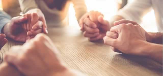 Pastora usa grupo de Whatsapp para fazer corrente de oração e fundar a 1ª igreja virtual
