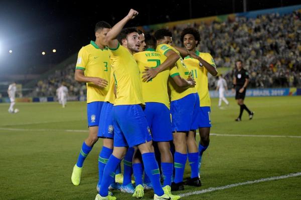 Brasileiros comemoram gol (Foto: Divulgação/CBF/Alexandre Loureiro)