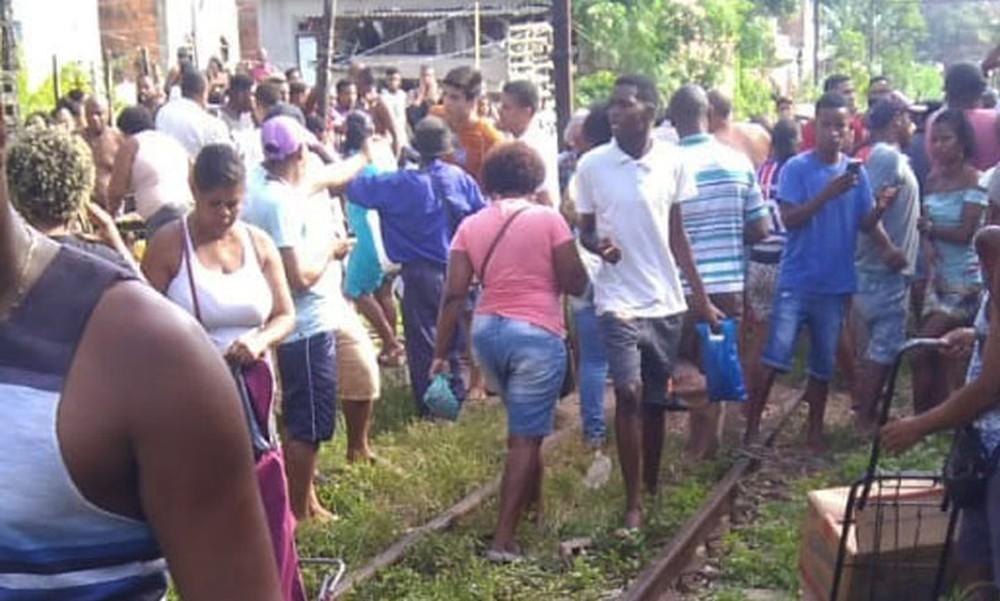 Dois trens batem de frente e 47 pessoas ficam feridas em Salvador