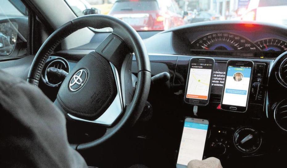 Motoristas reclamam da falta de rigor no cadastro de passageiros nas plataformas. Foto: Denilton Dias