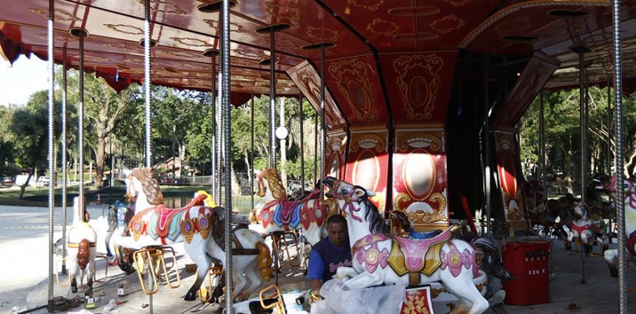Natal invade o Passeio Público. Veja a programação natalina o que aconteceu em Curitiba nesta segunda