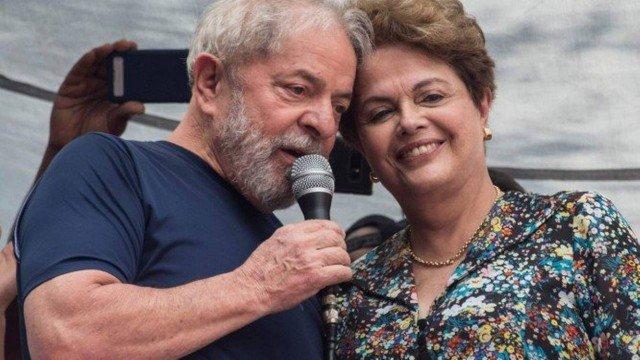 Lula e Dilma antes de o ex-presidente se entregar à Polícia Federal Foto: Nelson Almeida/AFP/07.04.2018