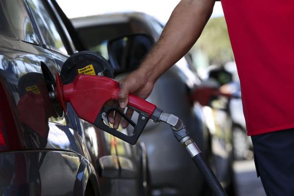 Importadores de petróleo e derivados apostam que a Petrobras não vai rever os seus preços imediatamente. Foto: Marcelo Camargo/Agência Brasil