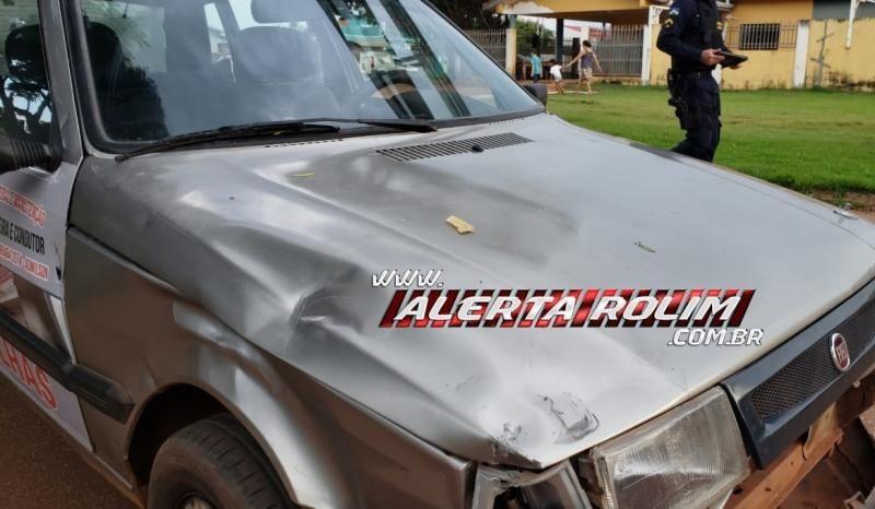 Mulher que estava numa moto é levada por mais de 40 metros em capô de carro após acidente de trânsito