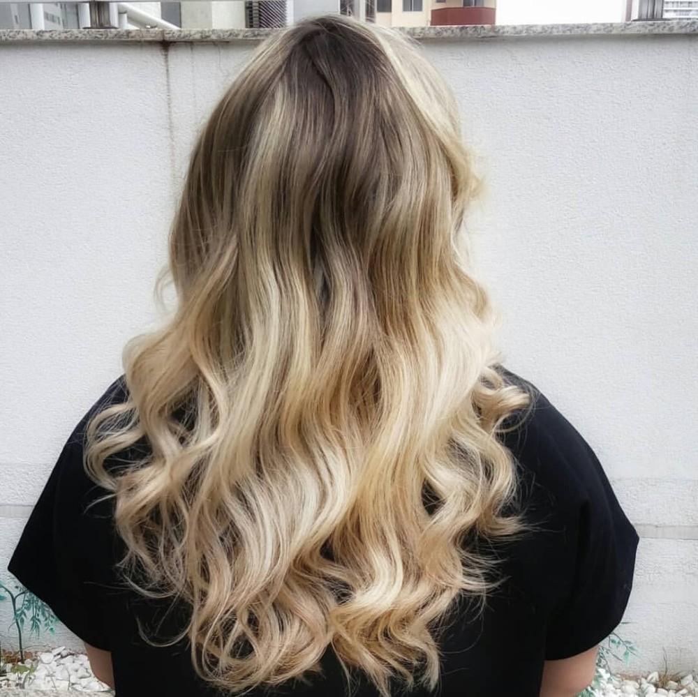 """Expert em coloração, cabeleireira do DF recebe """"Oscar da Beleza"""""""