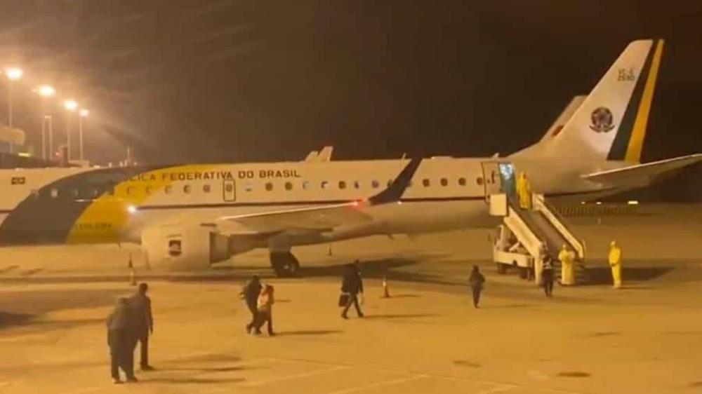 Brasileiros repatriados de Wuhan iniciam viagem de volta © Reprodução/ TV Brasil