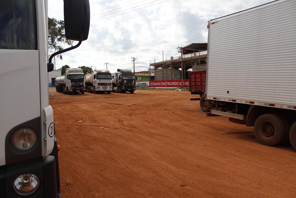 Porto comercial na fronteira entre Brasil e Bolívia — Foto: Fabiano do Carmo/G1