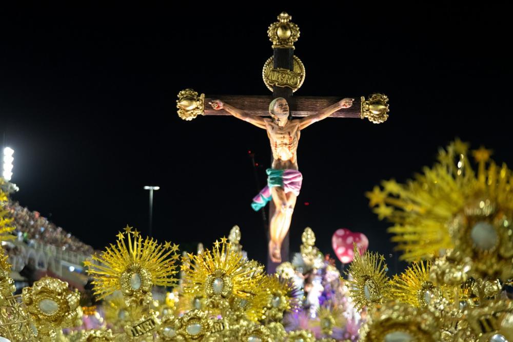 Mangueira trouxe para a avenida o calvário de um Jesus com a face de um jovem negro - Foto: Fabio Tito/G1