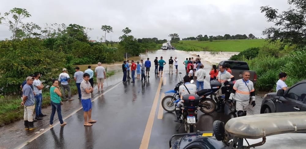 Fortes chuvas em Rondônia deixam BRs -364 e 429 alagadas