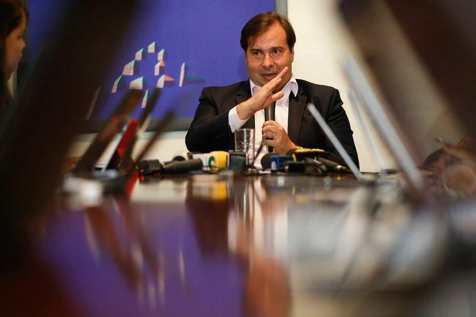 O presidente da Câmara dos Deputados, Rodrigo Maia, sentado a mesa durante café da manhã com jornalistas Igo Estrela /Metrópoles