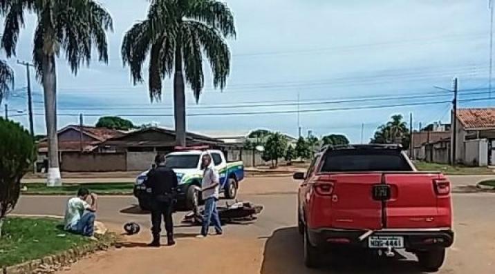Acidente de trânsito deixa motociclista ferido em cruzamento