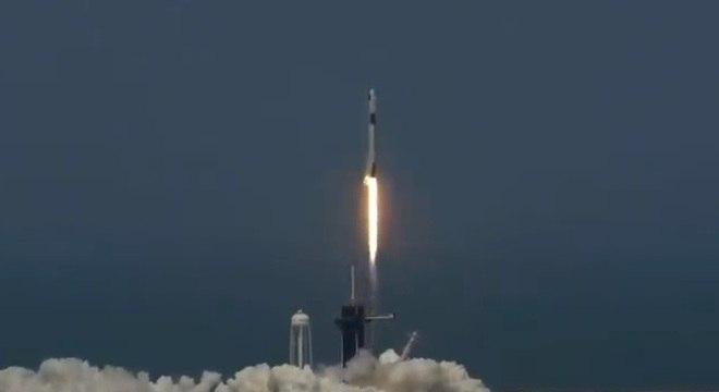 Com tudo favorável, nave tripulada parte em direção à Estação Espacial