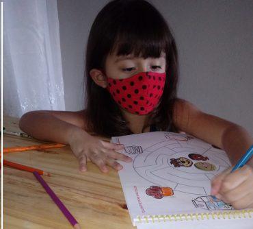 Maria Carolina Rossman Monteiro de 4 anos já está adaptada ao uso de máscaras