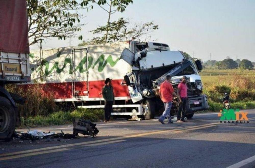 O acidente aconteceu por volta das 23h00 desta terça-feira, dia 16 de julho. Fotos: Portal Mix de Rondônia