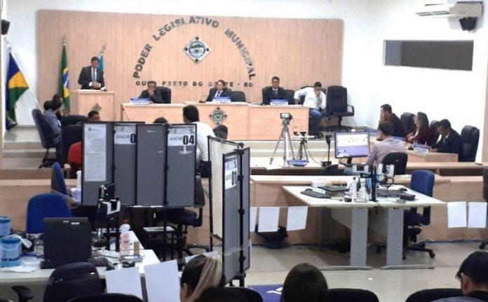 Denúncia oferecida contra o presidente Josimar Rabelo Cavalcante, o J. Rabelo (PTB) por improbidade administrativa