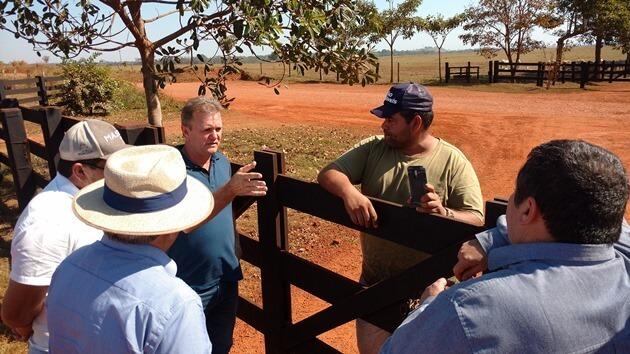 Goebel em conversa com produtores. Fotos: Reprodução